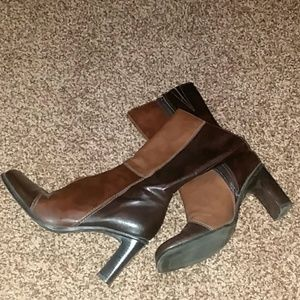 Two tones brown boots